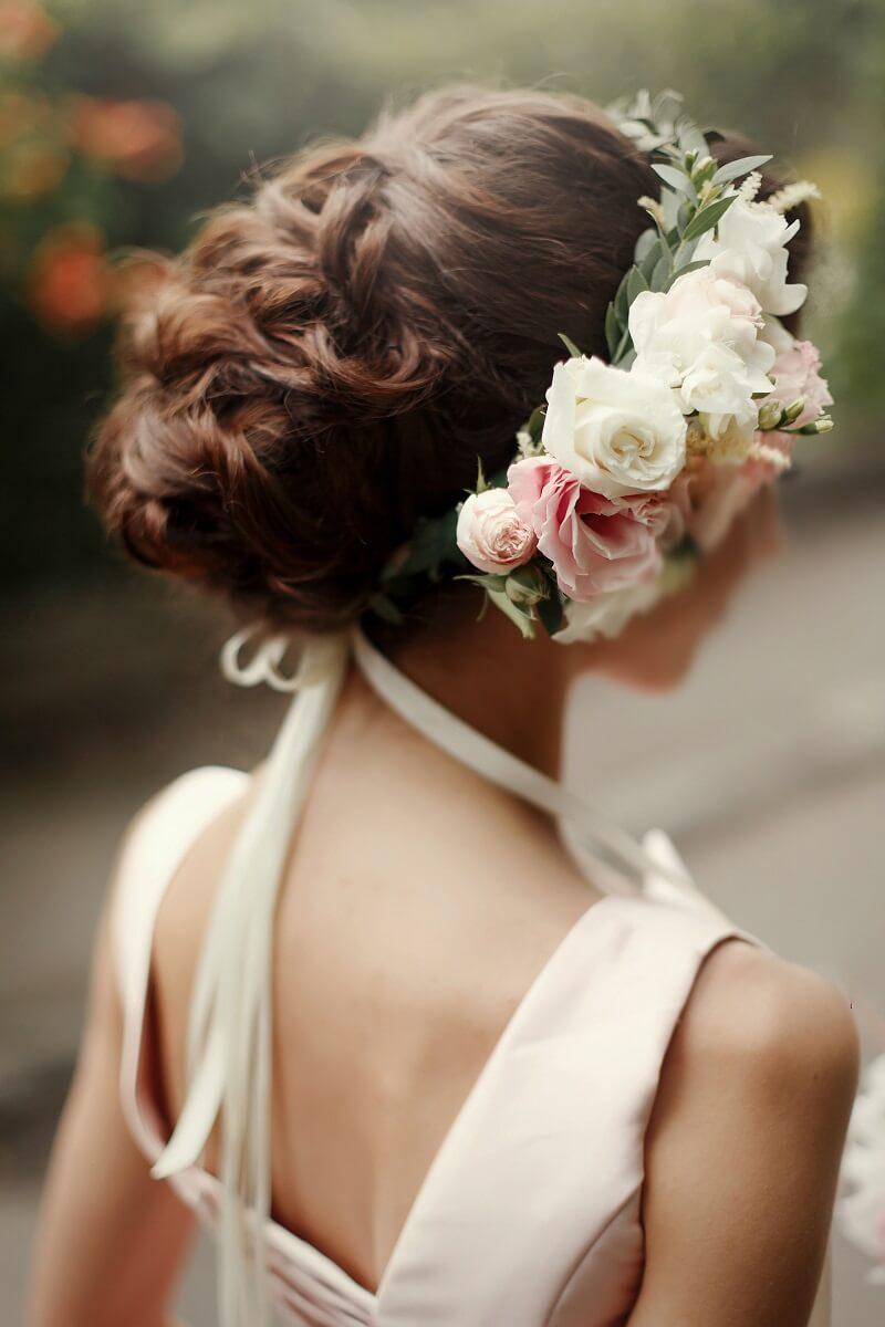 Brautfrisur mit Blumen, Brautfrisur echte Blumen