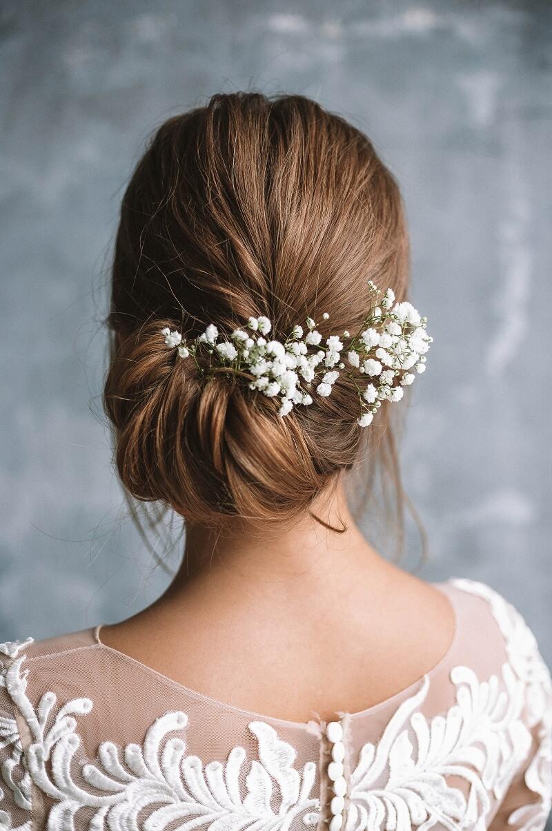 Brautfrisur mit Blumen, Brautfrisur echte Blumen, Brautfrisur Schleierkraut