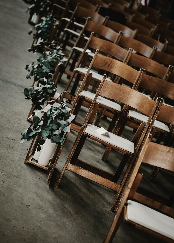 Gangdekoration Kirche mit Laternen, kirchliche Trauung