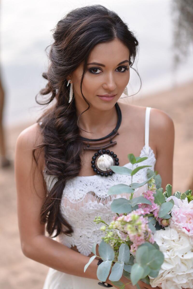 Brautfrisur geflochten, Hochzeitsfrisur geflochten, geflochtene Brautfrisur,