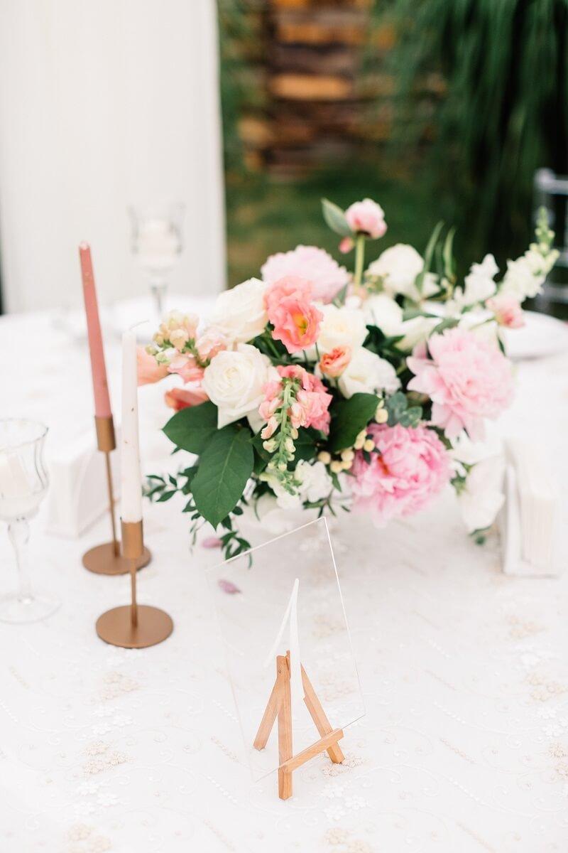 Tischdeko rosa runde Tische