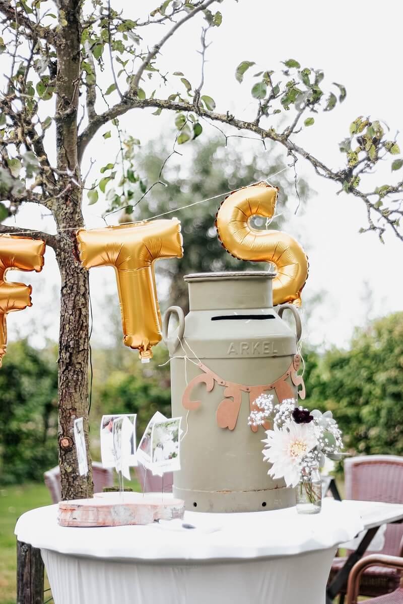 Kartenbox originell für eine rustikale Hochzeit