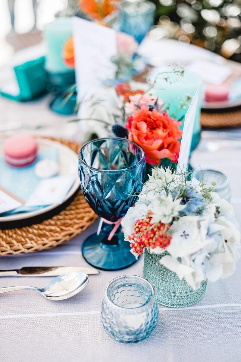 Sommerhochzeit Tischdeko in Türkis, Blau und Orange