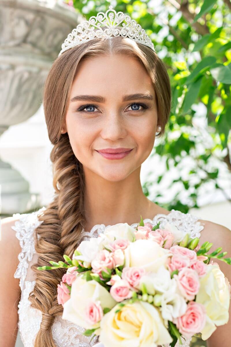 Brautfrisur geflochten seitlich