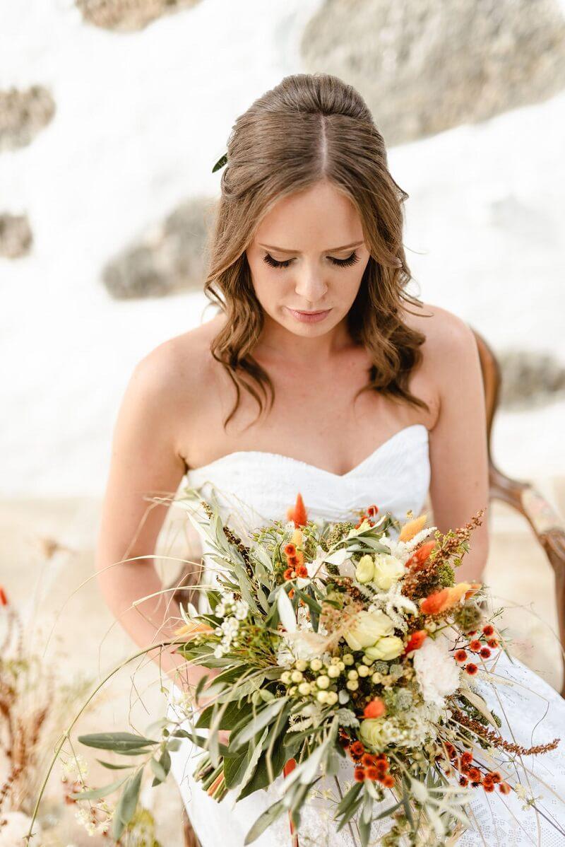Brautstrauß Wildblumen, natürlicher Brautstrauß, Brautinspiration in Naturtönen