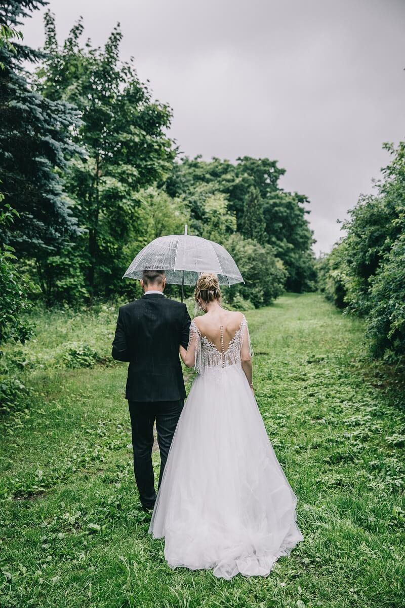 Hochzeitsfotos im Grünen, Regen Hochzeitsfotos