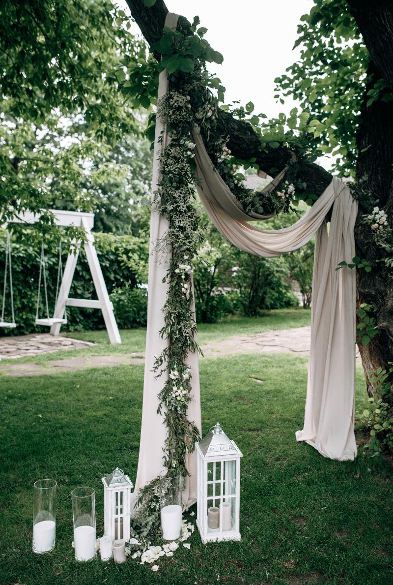 Hochzeit im Freien, Hochzeitsbogen Baum