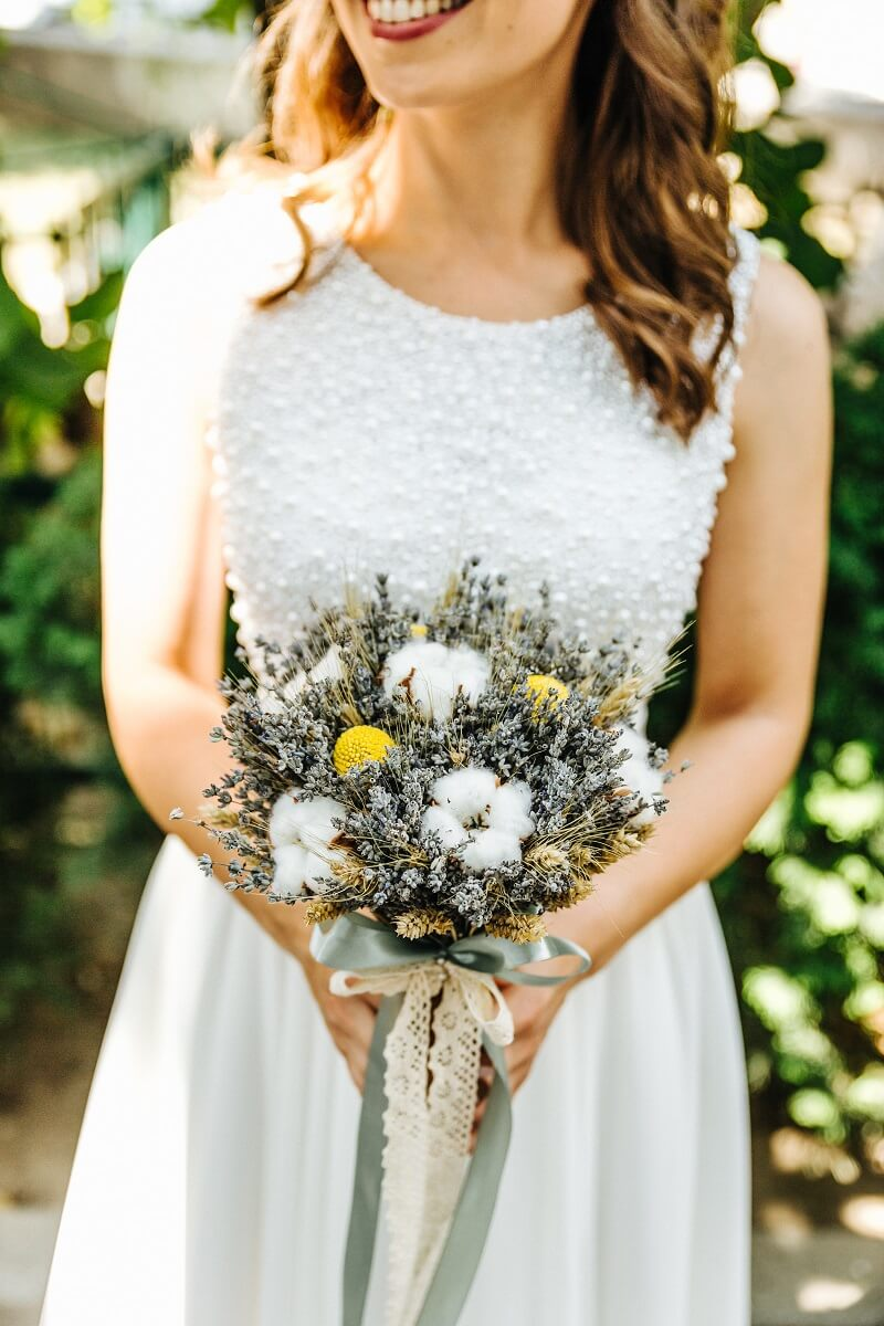 Brautstrauß rustikal mit Baumwolle