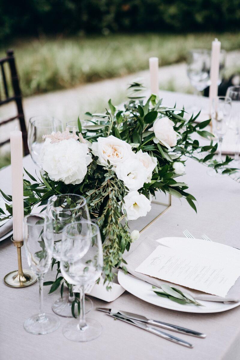 Hochzeit Tischdeko grün und weiß