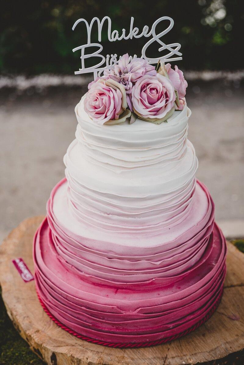 Hochzeitstorte Ombre Fuchsia Weiß