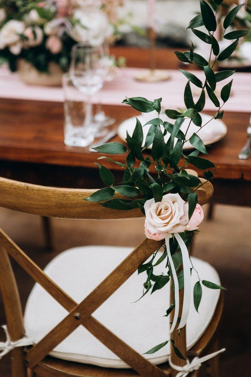 Hochzeit Stuhldeko Rosa
