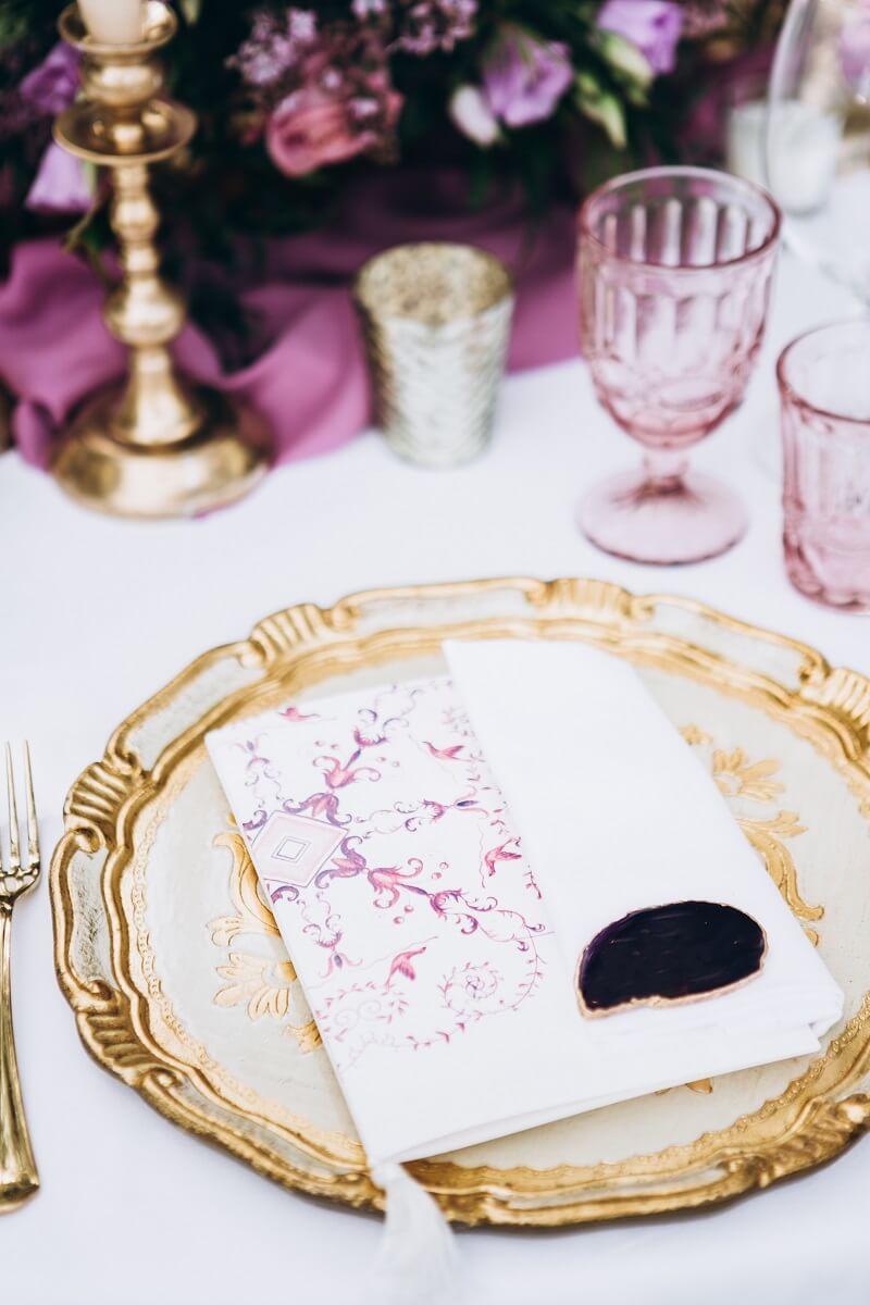 Tischdeko Hochzeit violet