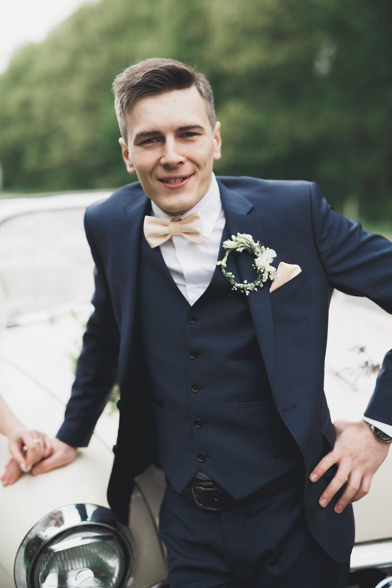 Welches Bräutigam Outfit passt zu welchem Hochzeitstil