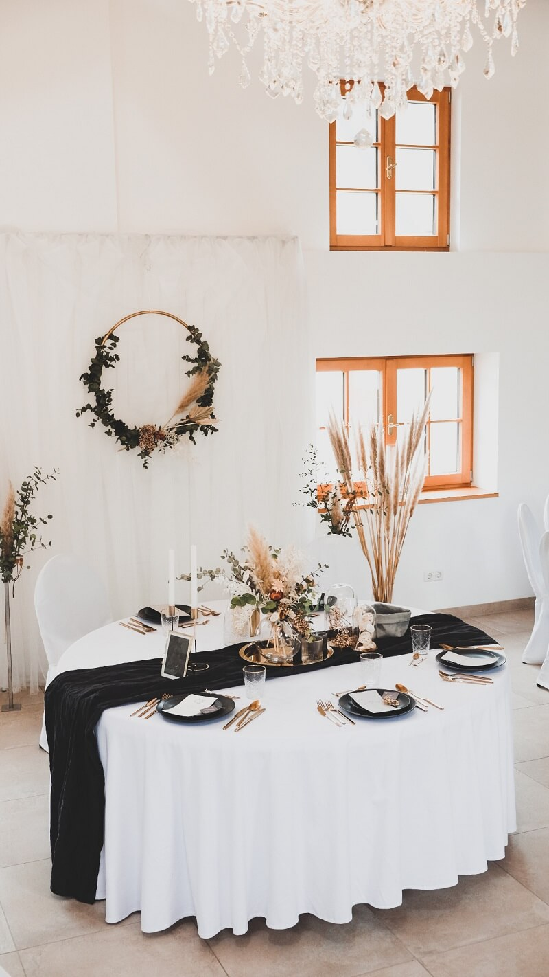 Tischdeko mit getrockneten Blumen