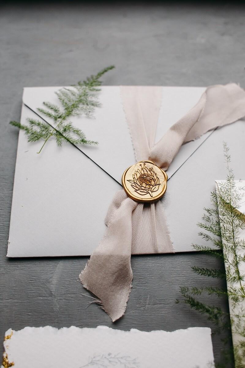 Hochzeitseinladung Versiegelung mit Band