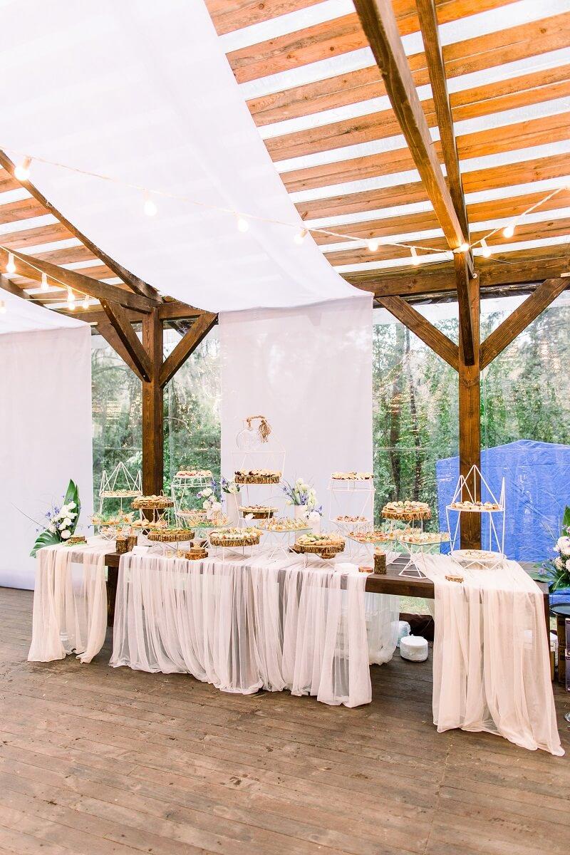Hochzeitsdeko mit Stoffen, Candy Bar, Kuchenbar Hochzeit