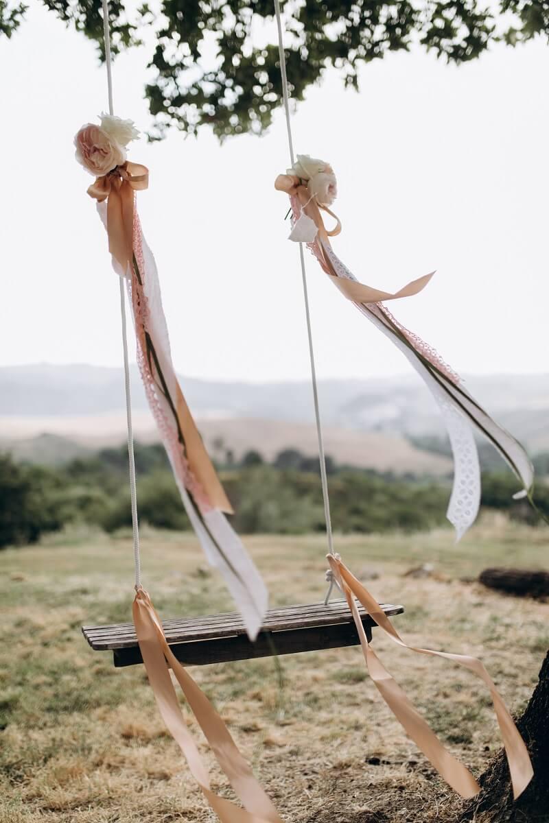 kreative Hochzeitsdeko mit Bändern