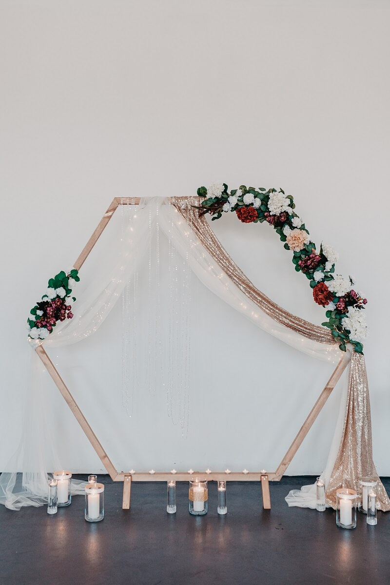 Hochzeitsbogen sechseckig