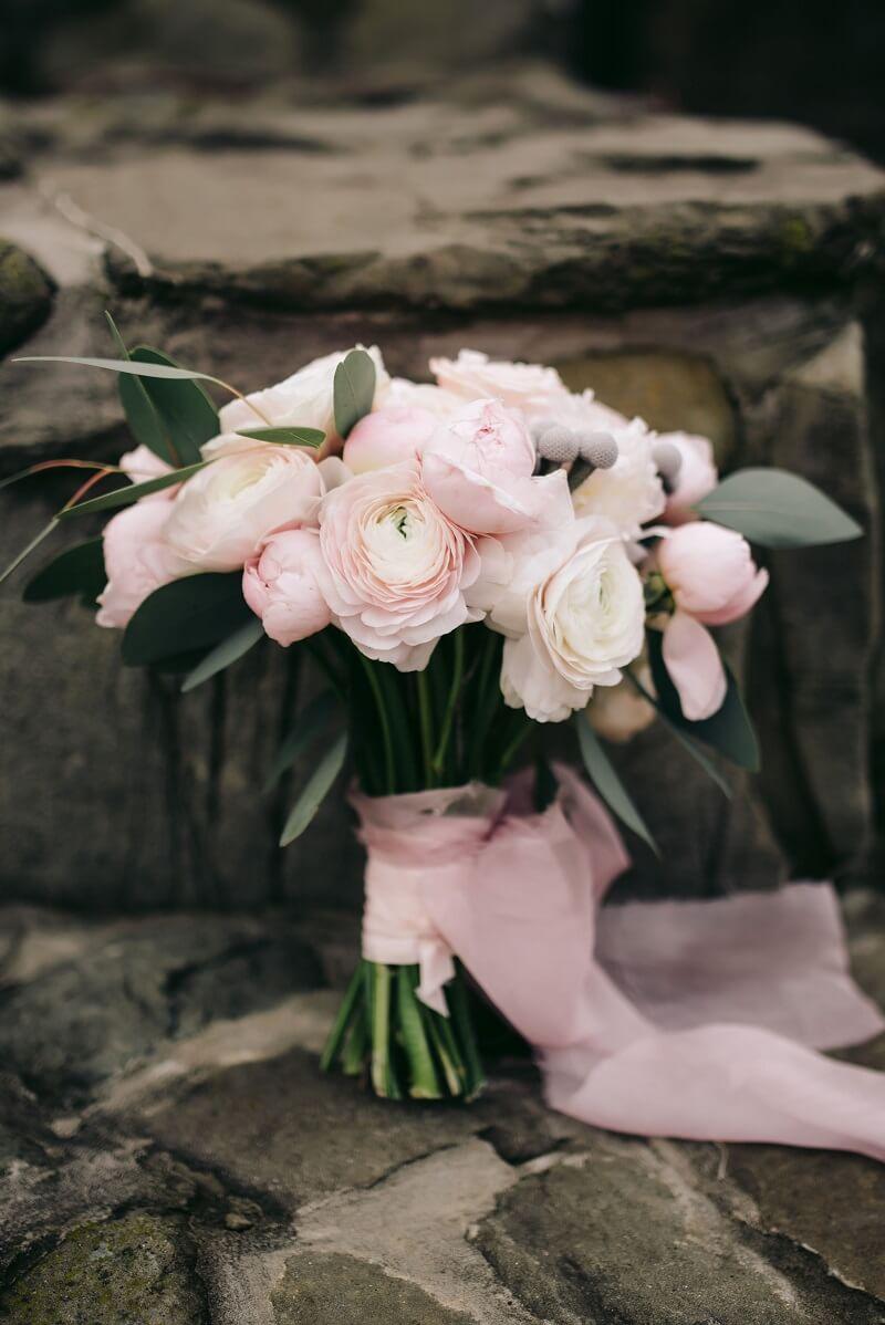 Brautstrauß Rosa mit Bändern