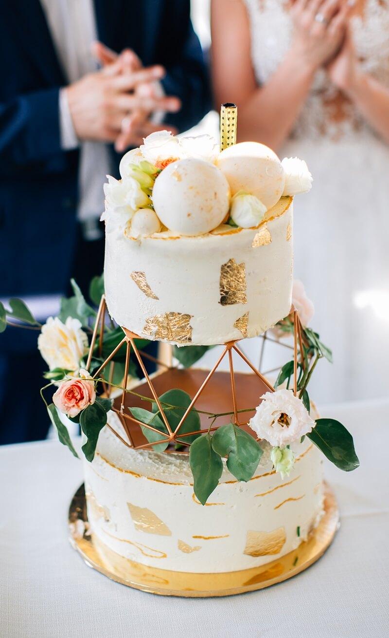 Hochzeitstorte originell mit Blumen