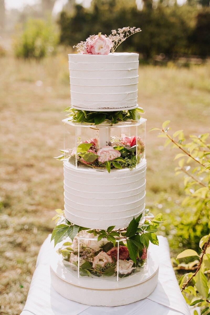 Hochzeitstorte kreativ mit Blumendeko