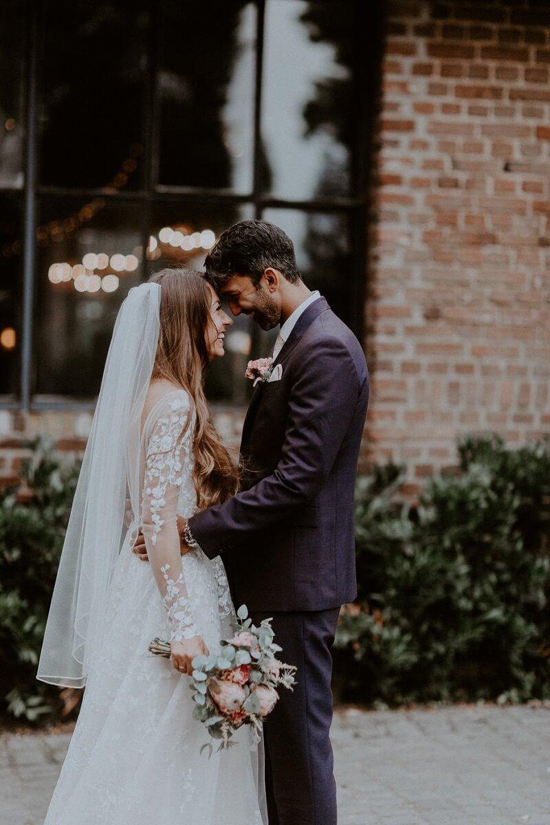 Elena und Karim Boho Hochzeit in Kupfer