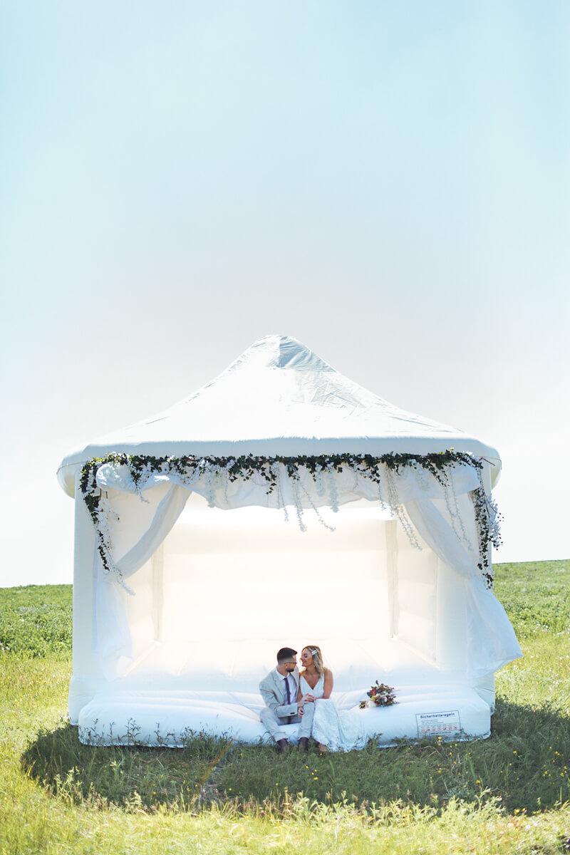 Weiße Hochzeits-Hüpfburg