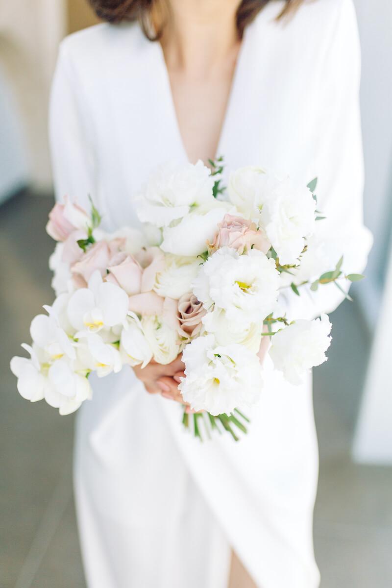 eleganter Brautstrauß in Weiß und Rosa