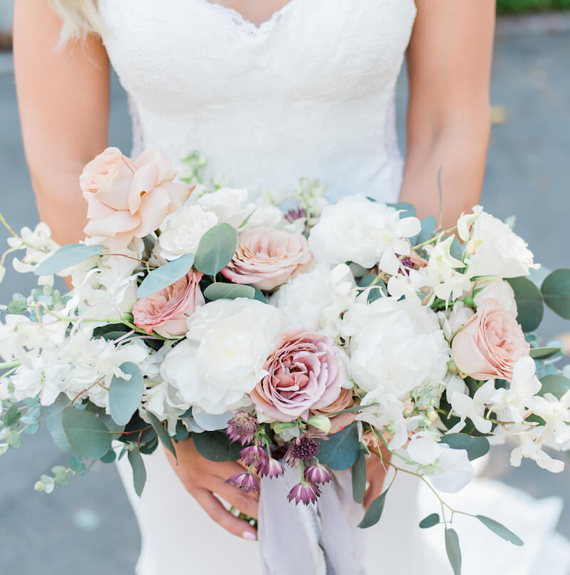 Brautstrauß modern elegant