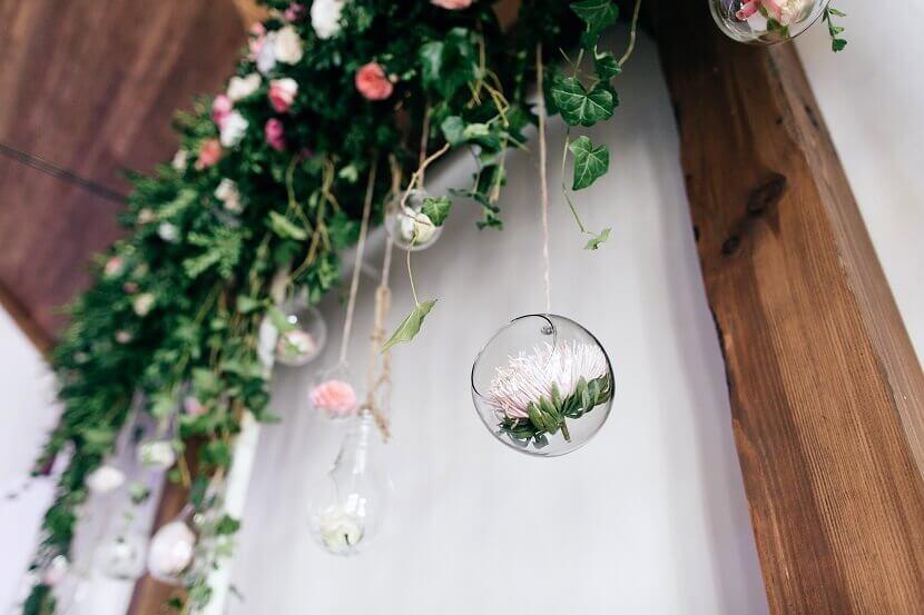 grüne Hochzeitsdeko, DIY Hochzeitsdeko, hängende Deko