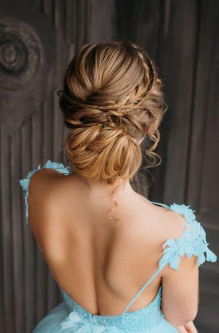 Brautfrisur hochgesteckt, tiefer Dutt, geflochten