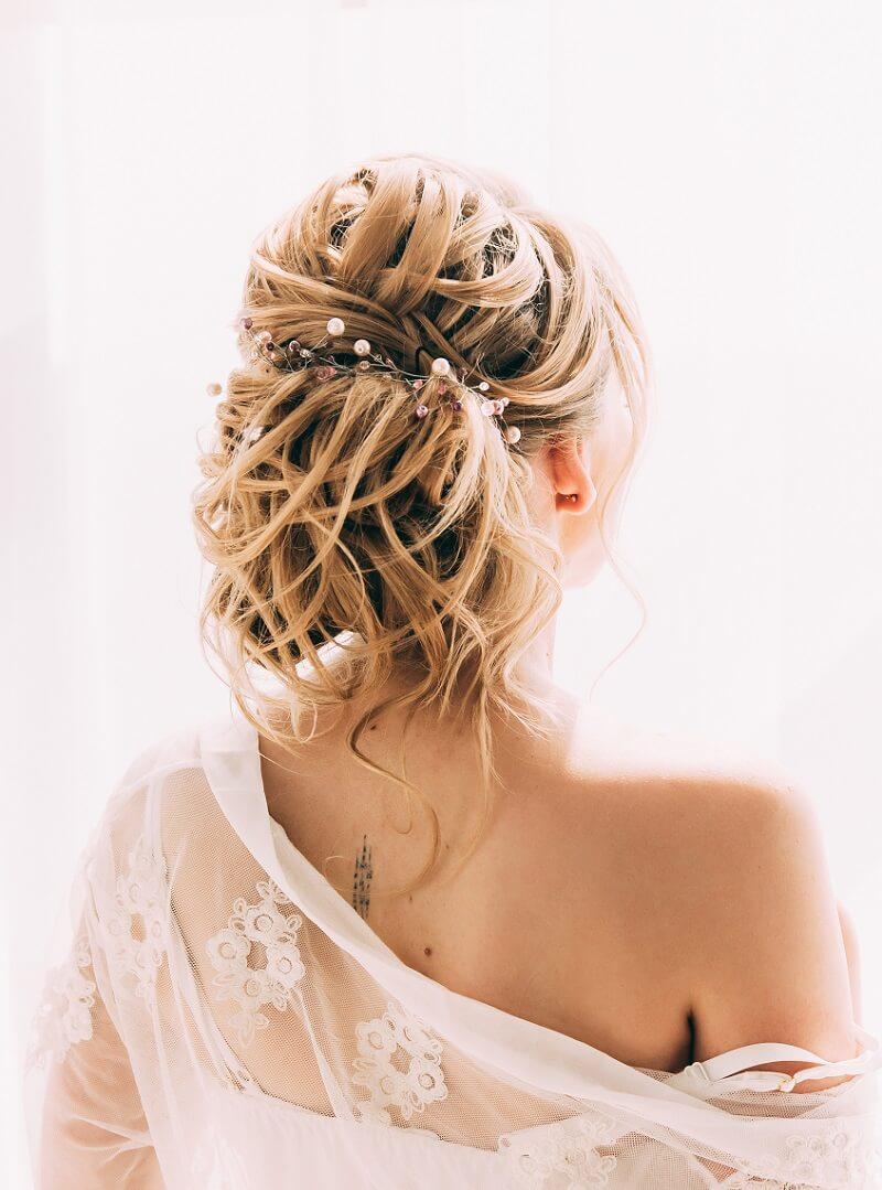 Hochzeitsfrisuren hochgesteckt mit diadem