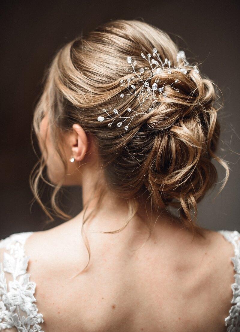 Hochzeitsfrisuren Hochgesteckt Mit Blumen Pony Frisur
