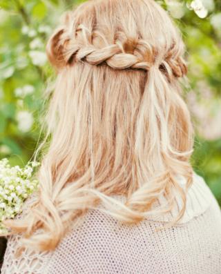 Brautfrisur halboffen geflochten