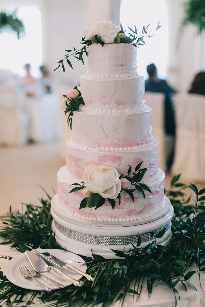 Wedding Cake With Pions Hochzeitskiste