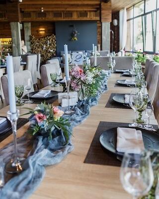 Urban Chic Hochzeit in Eisblau und Lavendel