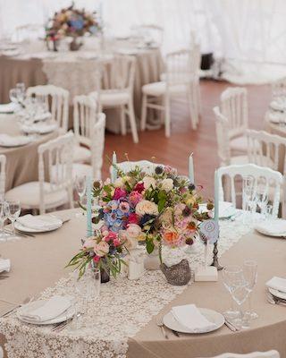 Tischdeko für runde Tische Hochzeit