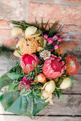 Brautstrauß für eine Tiki Sommerhochzeit, Foto: Denise Kerstin Hochzeitsfotografin