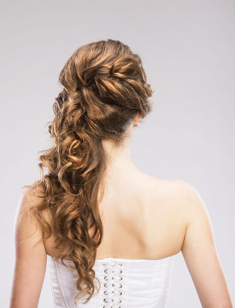 Brautfrisur seitlich tragen? 11 stilvolle Ideen - Hochzeitskiste