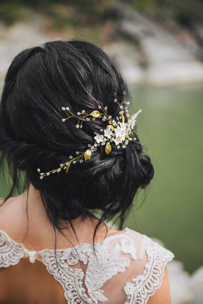 Brautfrisur Messy Bun seitlich