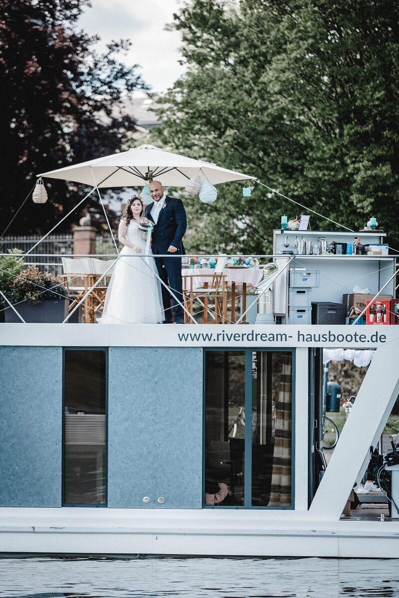 Hochzeit auf einem Hausboot