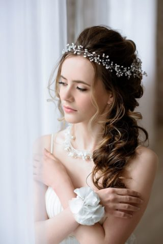 Brautfrisur halboffen seitlich