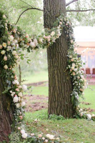Hochzeit im Freien, Hochzeitsbogen Baum, Traubogen originell