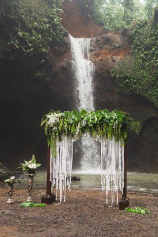 Boho Hochzeit, Trauung im Freien, Makramee Hochzeit