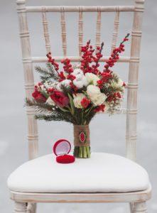 Brautstrauß rot weiß, Winterhochzeit