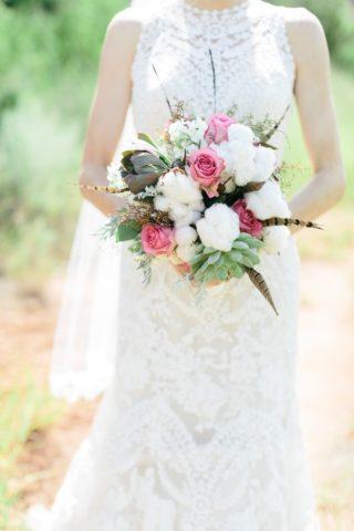 Boho Brautstrauß mit Baumwolle und Federn