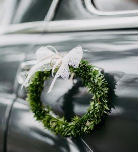 Autoschmuck, Schleifen aus Brautkleid Stoffreste