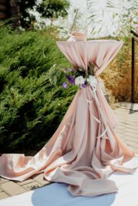 originelle Tischdeko Hochzeit, Sektempfang Stehtische Deko