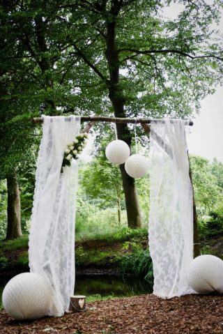 Hochzeitsbogen Weiß