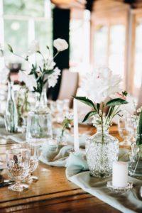 Tischdeko elegant weiß Hochzeit